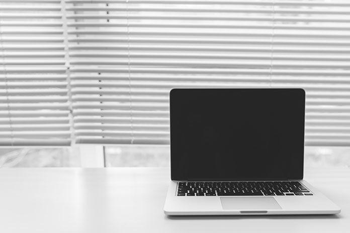 Laptopy powystawowe – ile można dzięki nim zaoszczędzić?